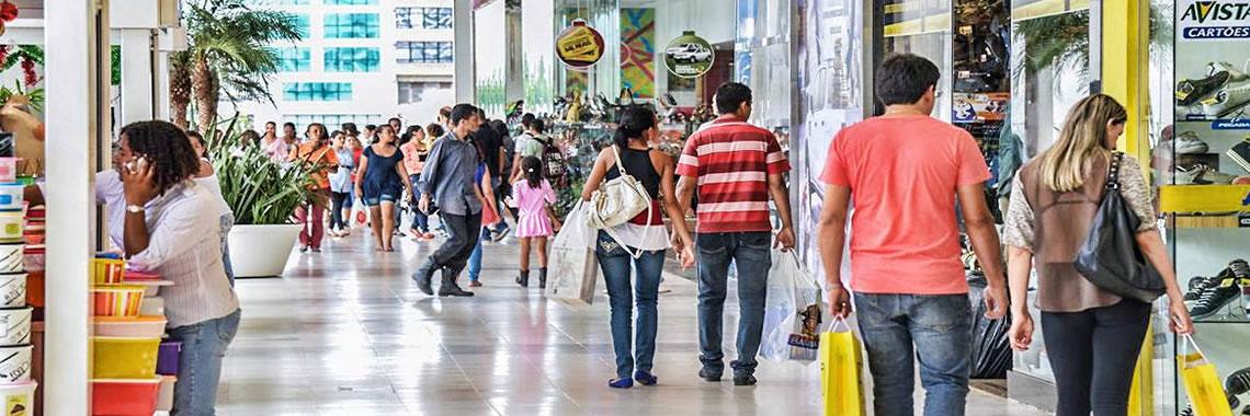 Deputados do ES criticam reabertura de shoppings