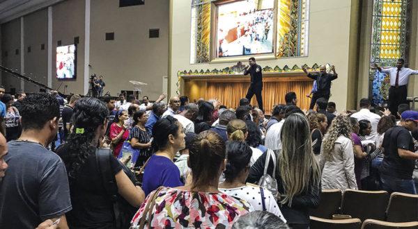 Deputados aprovam regras para reabertura de templos religiosos