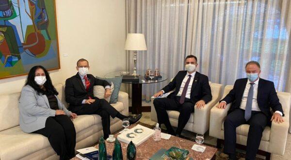 Renato Casagrande se reúne com presidente do Senado sobre pautas do Estado