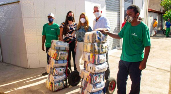 Prefeitura de Baixo Guandu realiza entrega de kits de alimentação escolar