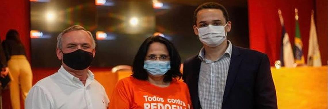 Marcos Guerra prestigiando o prefeito de Vitória e a Ministra