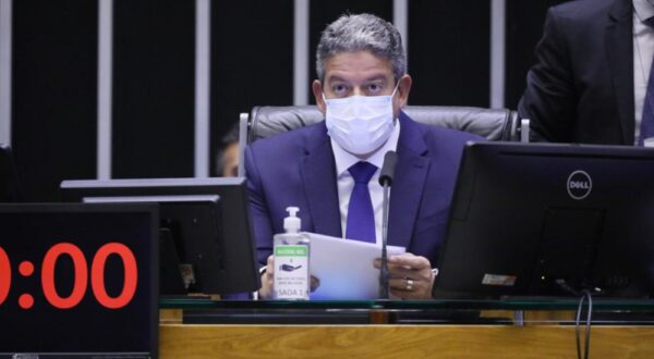 Lira anuncia que a Câmara retornará às atividades presenciais no dia 18